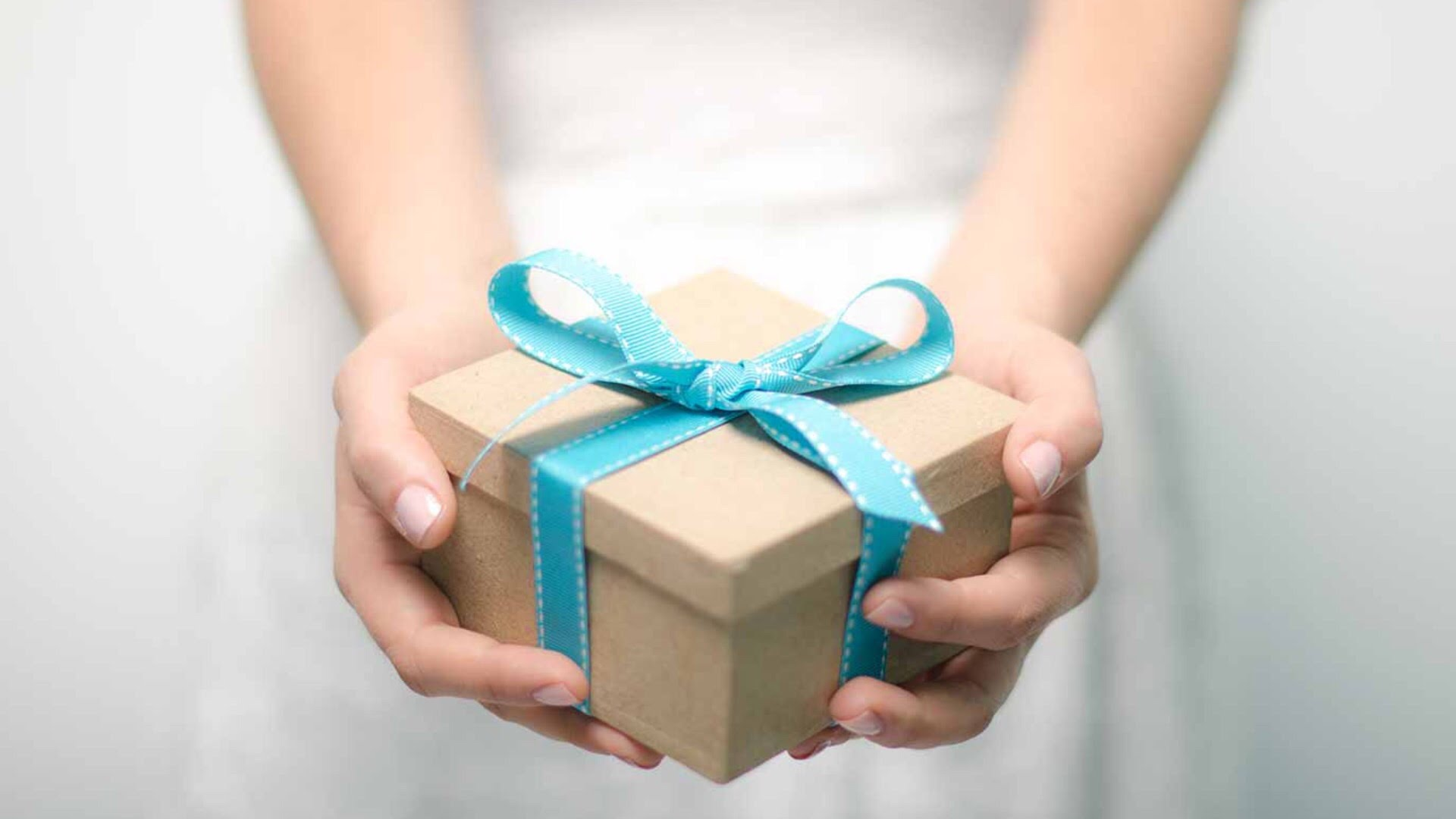 perfect gift LMS - How to Plan The Perfect Office Christmas Function and Give Clients Great Gifts